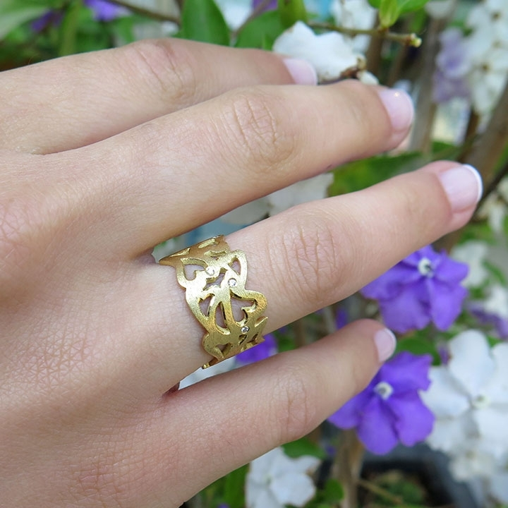 טבעת מרקמת זהב בצורת לב