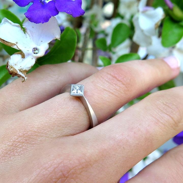 טבעת יהלום מרובעת