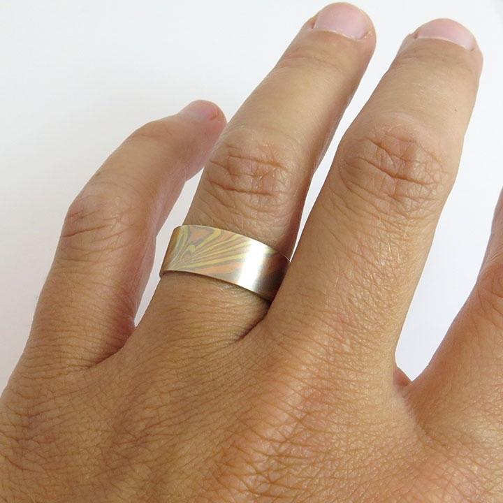 טבעת נישואין רחבה בסטייל Mokume Gane