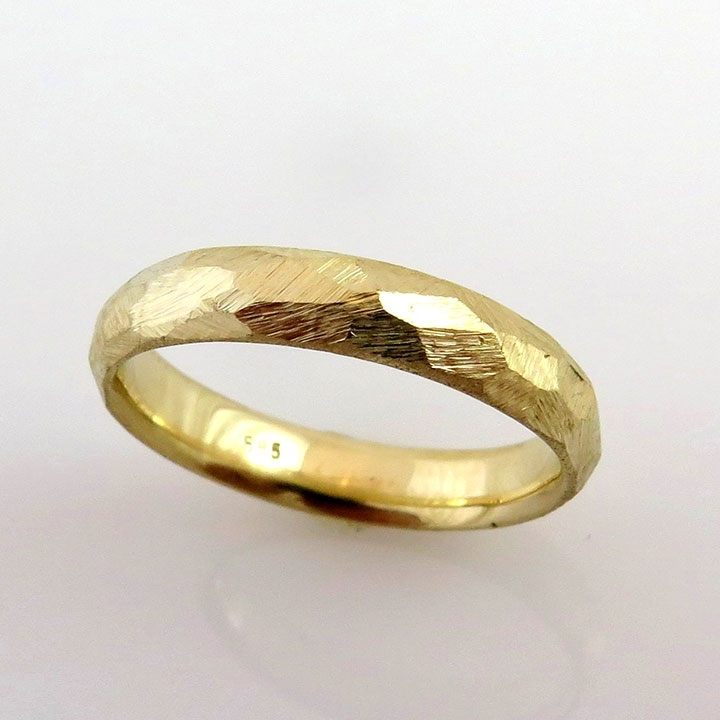 טבעת נישואין מלוטשת