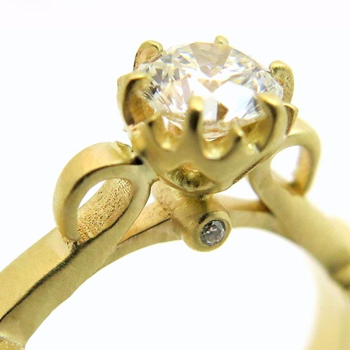 טבעת אירוסין במראה עתיק