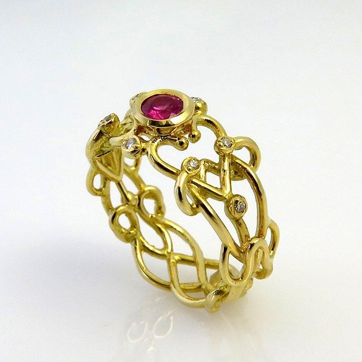 טבעת אירוסין בעיצוב רקמת פאר